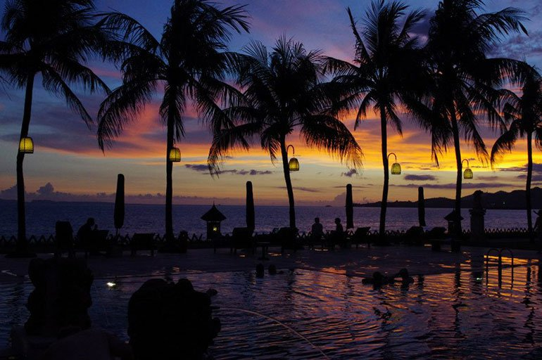 Email marketing for travel industry: sell sunsets not flight tickets